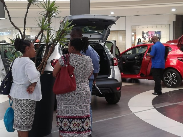 Renault at Boulder's Mall - Clients Flocking to our Display